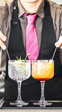MixologistwithCocktails